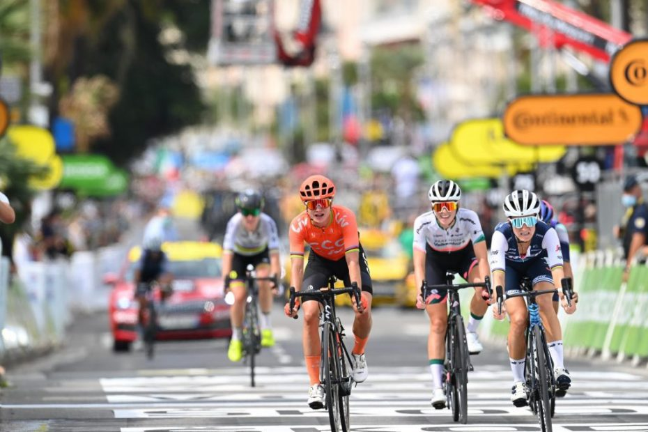 Demi Vollering sprints to third place in La Course