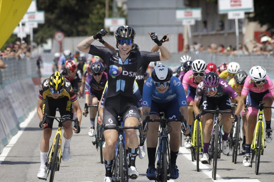 Lorena Wiebes sprints to Giro stage victory after incredible Team DSM lead out